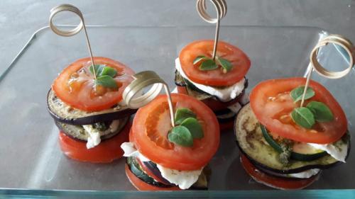 tomaten hapjes